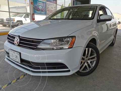 Volkswagen Jetta Comfortline usado (2017) color Blanco financiado en mensualidades(enganche $84,000 mensualidades desde $6,100)