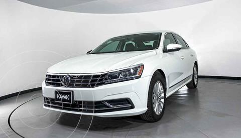 Volkswagen Passat Version usado (2016) color Blanco precio $257,999