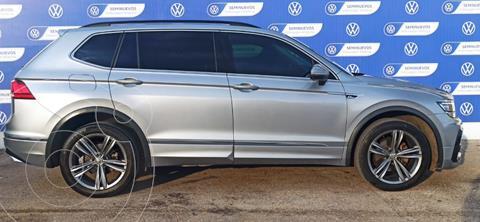 Volkswagen Tiguan R-LINE 1.4L DSG L4 150HP usado (2020) color PLATA PIRITA precio $570,000