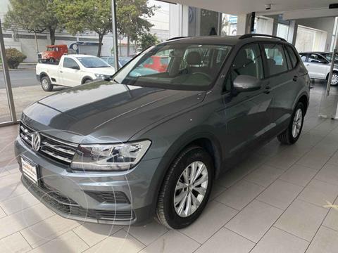 foto Volkswagen Tiguan Trendline Plus usado (2019) color Gris precio $350,000