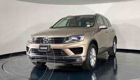 Volkswagen Touareg 3.6L V6 usado (2016) color Dorado precio $423,999