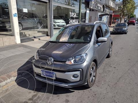 Volkswagen up! 5P Cross up! usado (2017) color Gris Oscuro precio $600.000