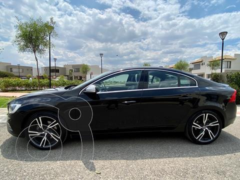 Volvo S60 T5 Momentum R Design Aut usado (2017) color Negro precio $395,000